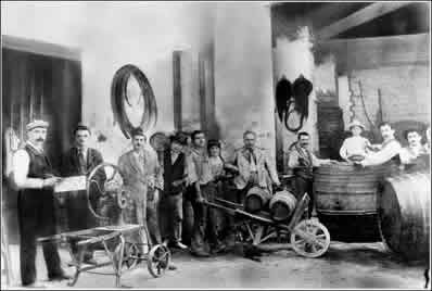 Workers at the Mastroberardino winery in 1900.